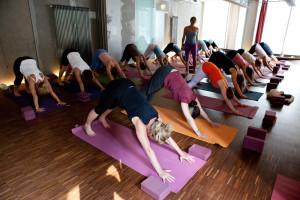 yoga-indoor-120706-074